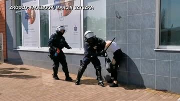 2021-04-11 Głogów. Interwencja policji podczas protestu. Kobieta powalona na ziemię