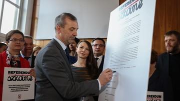 ZNP podaje treść pytania referendum ws. reformy oświaty. Premier: to próba wszczynania awantury