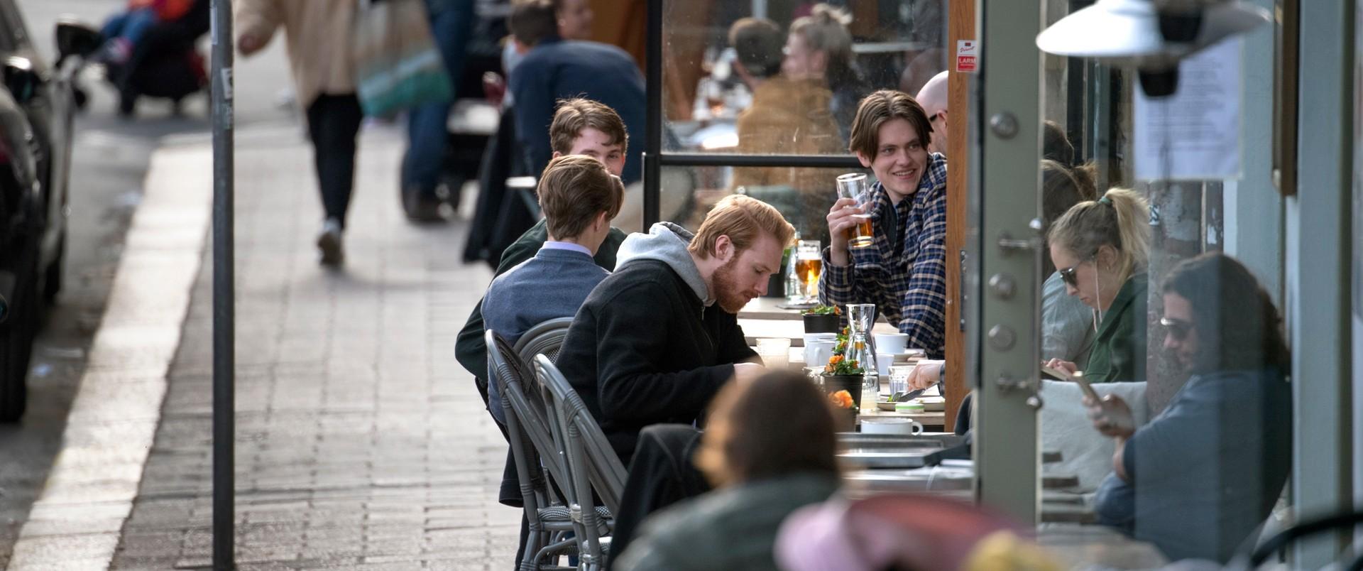 Szwedzi mogą korzystać z barów i restauracji