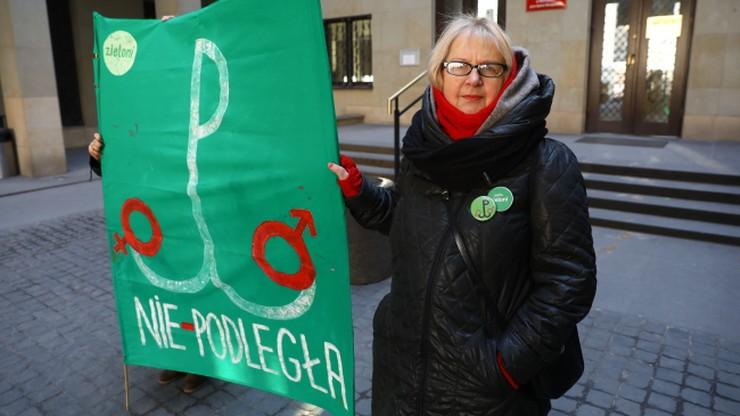 """Sąd: transparent """"Polka-Nie-podległa"""" nie znieważa znaku Polski Walczącej"""