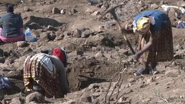 Kilkadziesiąt ciał w pobliżu kopalni w RPA. Ktoś owinął je w torby