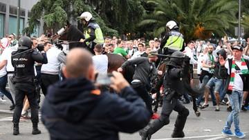 Zamieszki przed stadionem Realu. Zakrwawieni kibice, interwencja policji konnej