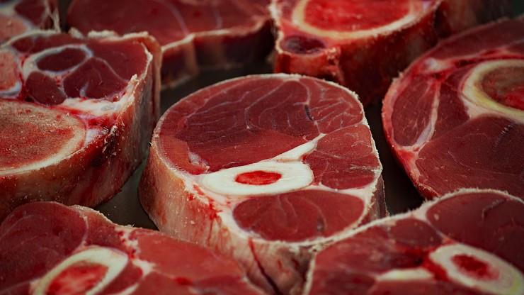 Niemcy: chore krowy mleczne przeznaczono na ubój. Mięso miało trafić m.in. do Polski