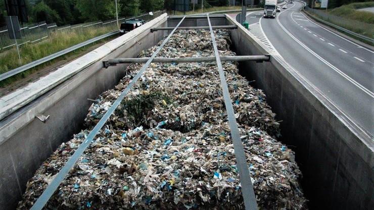 Trzy nielegalne transporty, a w nich 70 ton niebezpiecznych odpadów. Przyjechały z Niemiec i Włoch