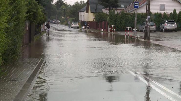 IMGW ostrzega przed burzami z gradem i silnym deszczem z burzami