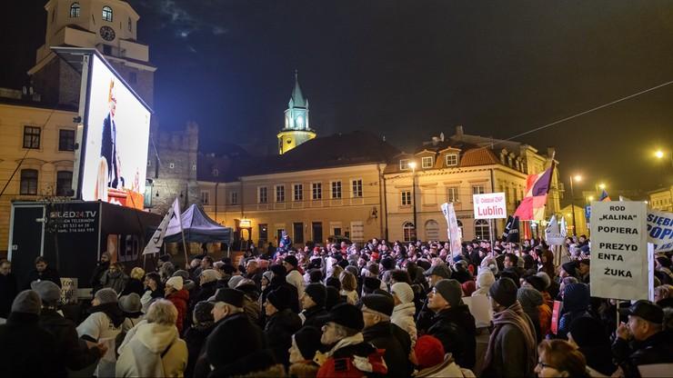 Nie podjęto uchwały o wygaśnięciu mandatu prezydenta Lublina. Przed Ratuszem wiec poparcia