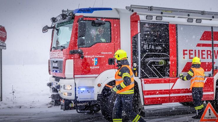 Niemcy: polityk chciał pomóc lokatorom, rozmrażał rurę suszarką. Pożar gasiło stu strażaków