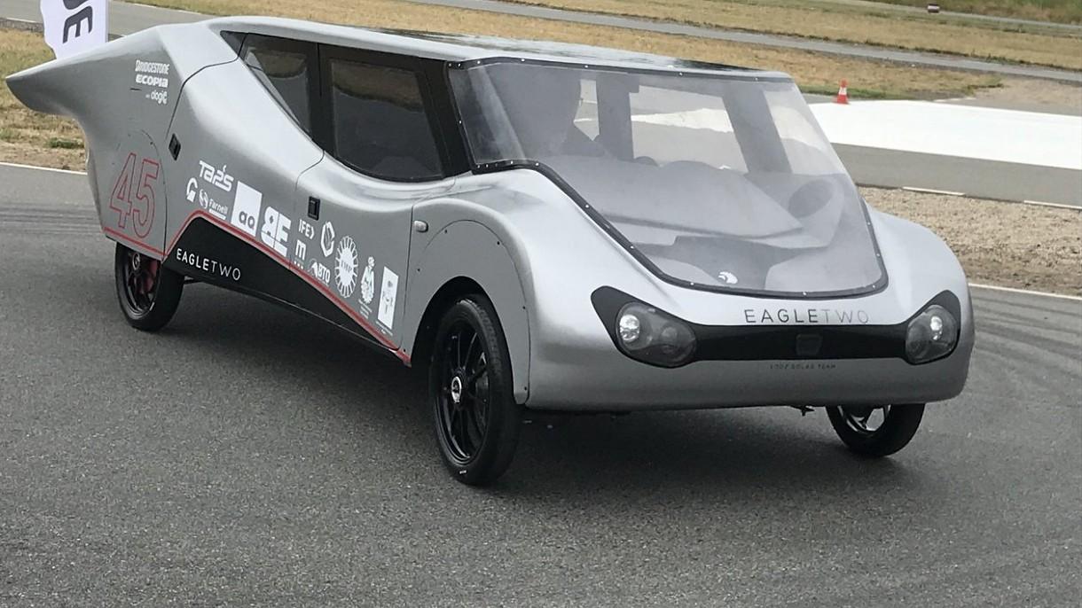 Zespół Łódź Solar Team wicemistrzem Europy w wyścigach solarnych pojazdów
