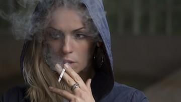 Papierosy i stres najbardziej groźne dla zdrowia według Polaków