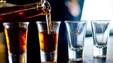 69 ofiar skażonego alkoholu. W proceder zamieszani byli policjanci