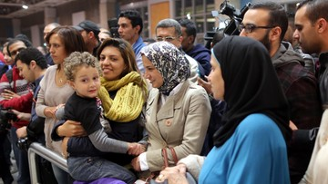 """""""Nie zdążę na przesiadkę"""" i """"powtórz nazwę banku"""". Historie zakładników z uprowadzonego samolotu EgyptAir"""
