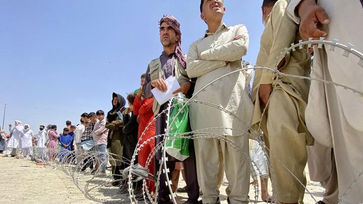 """Afganistan. Antoni Macierewicz nie wyklucza przyjęcia uchodźców. """"Potrzebna dokładna analiza"""""""