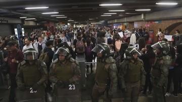 Zamieszki po podwyżce cen biletów na metro. Zniszczone stacje, milionowe straty