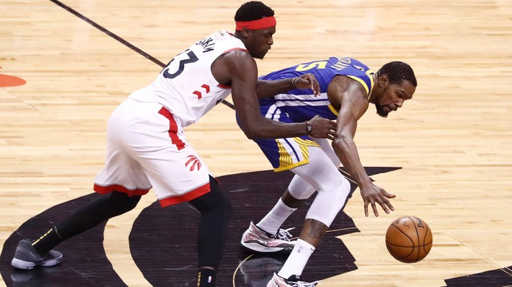 NBA: Warriors zmniejszyli stratę. Durant znowu kontuzjowany