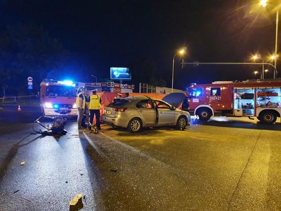Na jednej z głównych arterii Łodzi al. Włókniarzy, w nocy z soboty na niedzielę, doszło do poważnego wypadku.