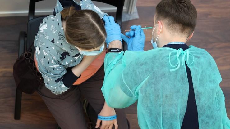 Ponad 15 mln szczepień. Od poniedziałku rejestracja dla osób w wieku 16 i 17 lat