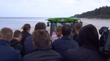 Dziennikarze przyjechali na konferencję Kaczyńskiego… ciągnikiem