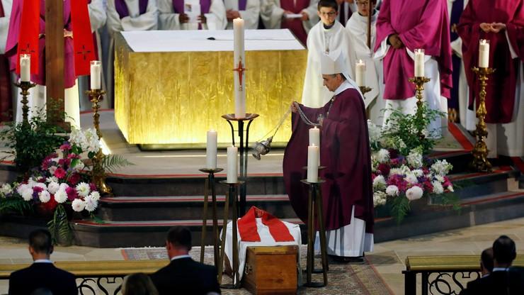 Tysiące wiernych na pogrzebie kapłana zamordowanego przez dżihadystów