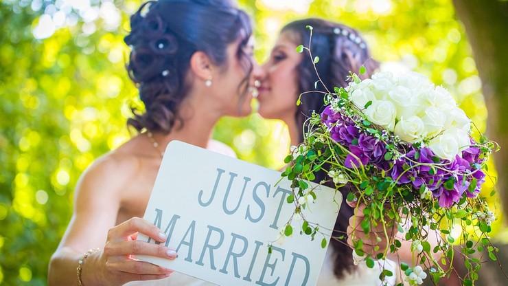 Nie chciał upiec tortu na ślub lesbijek. Teraz zapłaci 137 tys. dolarów kary