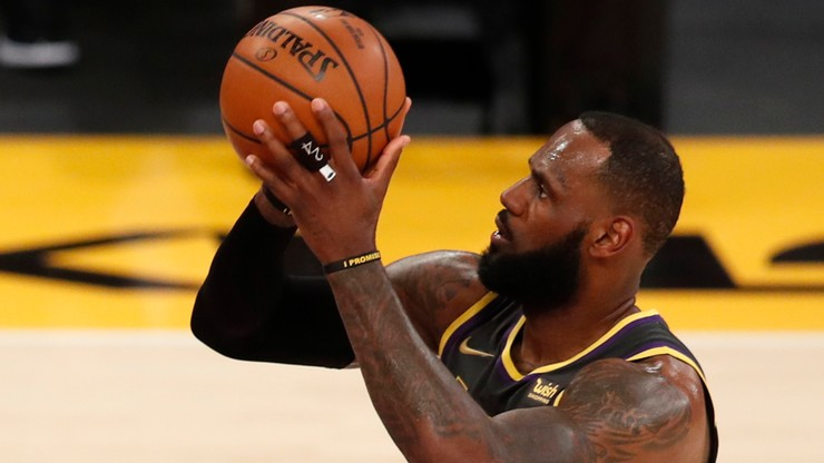 NBA: Kolejne triple-double LeBrona Jamesa. Pewna wygrana Lakers