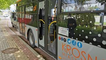 Wywrotka zerwała przewody, w autobusie popękały szyby. Niecodzienny splot wydarzeń w Krośnie