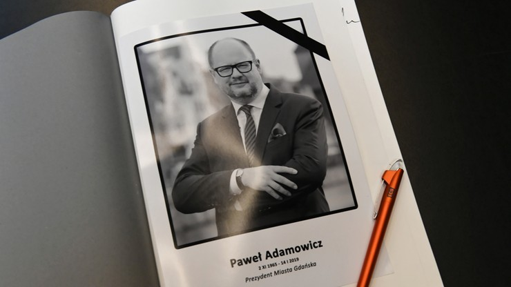 W ambasadach księgi kondolencyjne po śmierci Pawła Adamowicza