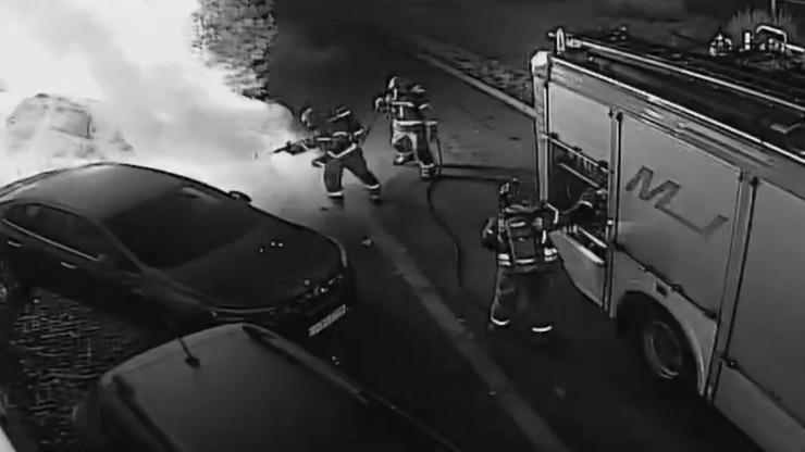 Podpalił auto w Gorzowie Wielkopolskim. Pożar relacjonował na żywo w internecie
