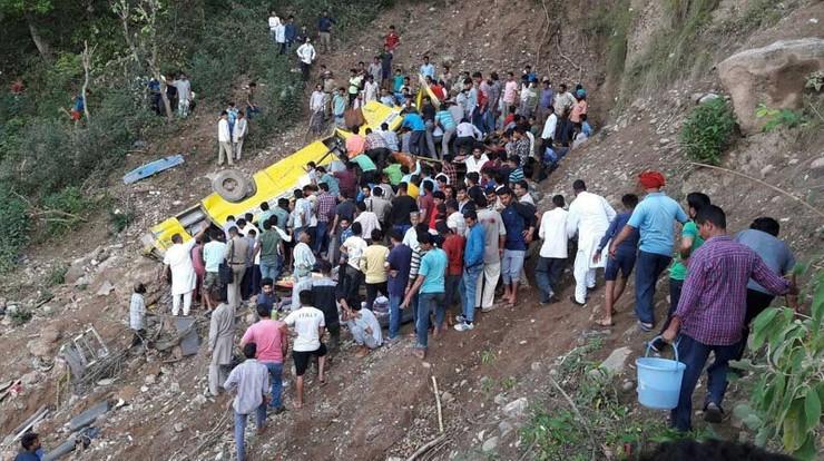 Co najmniej 27 dzieci zginęło w wypadku szkolnego autobusu w Indiach