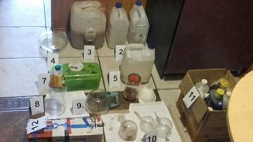 Policjanci użyli kilofa. W kominie znaleźli amfetaminę