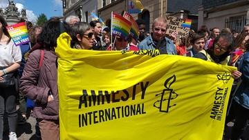 """Amnesty International krytykuje kraje za """"gromadzenie szczepionek"""". """"Niezdany test z solidarności"""""""