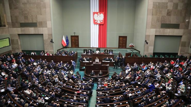 Obrady Sejmu nie zostały przerwane. Powtórzono głosowanie, które przegrało PiS