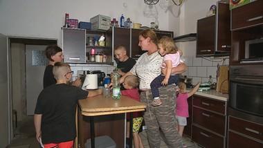 Dziewięcioro dzieci wraca do matki. Pomogła Interwencja