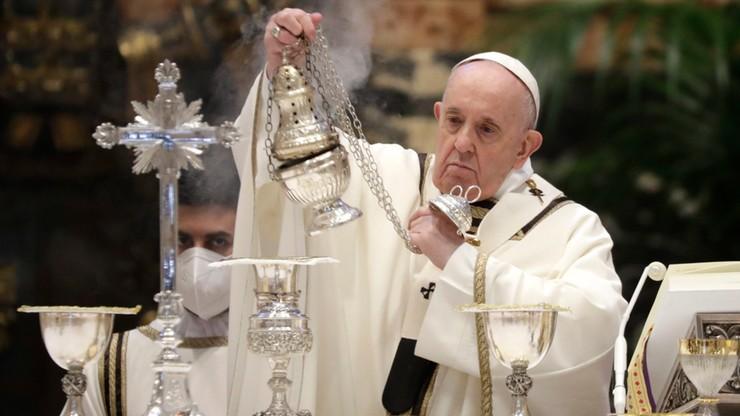 Media: papież odprawił mszę Wieczerzy Pańskiej w domu ukaranego kardynała Becciu