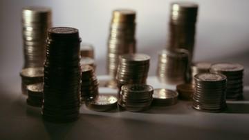 Złoty nadal osłabiony. Euro, dolary i franki rekordowo drogie