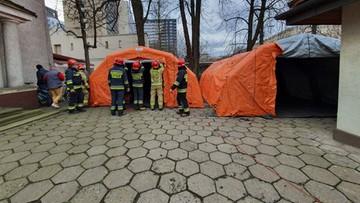 Strażacy skierowani do walki z pandemią. Pomogą w szpitalach tymczasowych