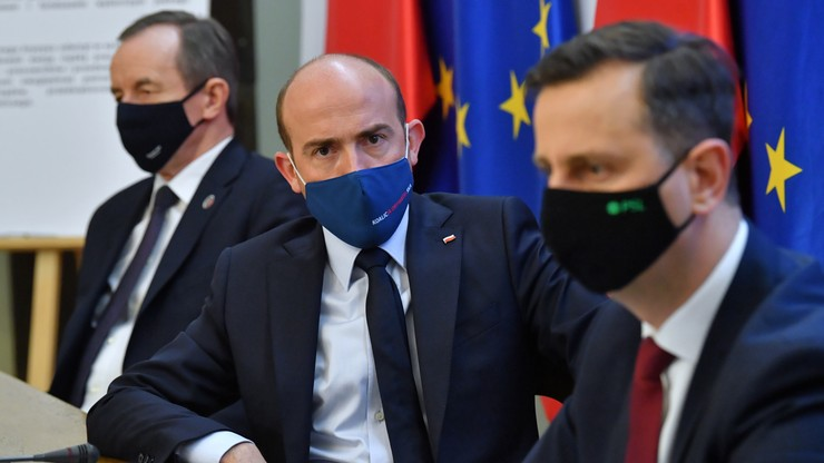 Budka: zamiast posypać głowę popiołem, premier atakuje opozycję