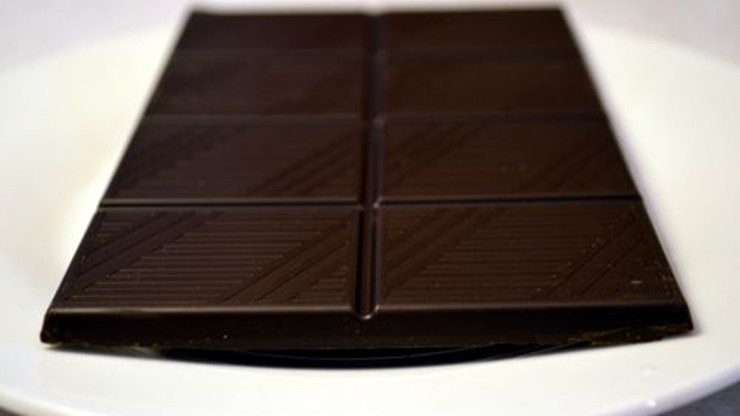 Oddadzą szkło, dostaną czekoladę. Miasto zachęca do segregacji śmieci