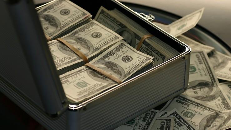 Nawet 1,7 mln dolarów przesłane za granicę. Śledztwo w sprawie piramidy finansowej w Kielcach