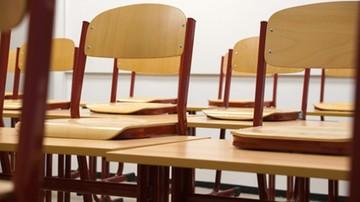 Pracownik administracyjny szkoły skazany za molestowanie uczennic