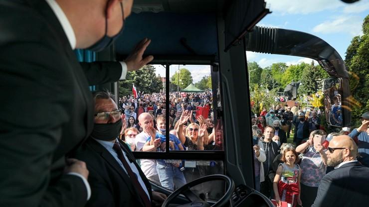 """Przyspieszenie w kampanii. Na trasę wrócił """"dudabus"""", kandydaci ruszyli na spotkania w całym kraju"""