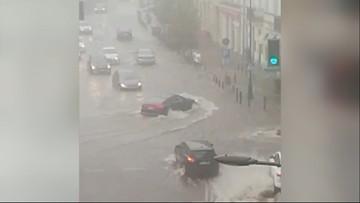 Wielka woda w Warszawie. Zalało metro, ulice i dworce