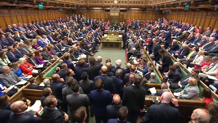 Izba Gmin poparła wniosek o samorozwiązanie parlamentu. Przedterminowe wybory 8 czerwca