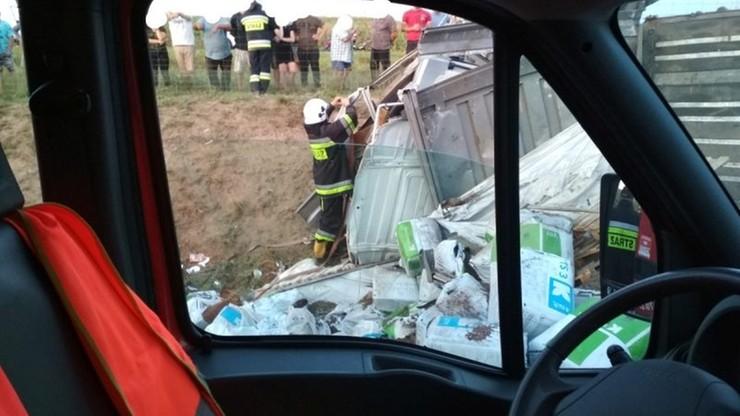 """""""Człowiek zakleszczony, a korytarz życia to pojęcie nieznane"""" - alarmują strażacy po groźnym wypadku"""