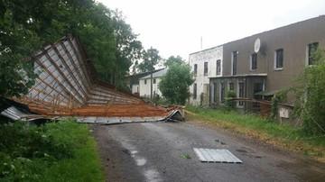 Zerwane dachy, podtopienia, powalone drzewa. Burze przetaczają się przez Polskę