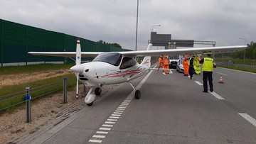 Awaryjne lądowanie awionetki na A1