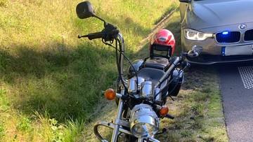 Pijany motocyklista ciągnął za sobą własny akumulator. Zatrzymał się na radiowozie