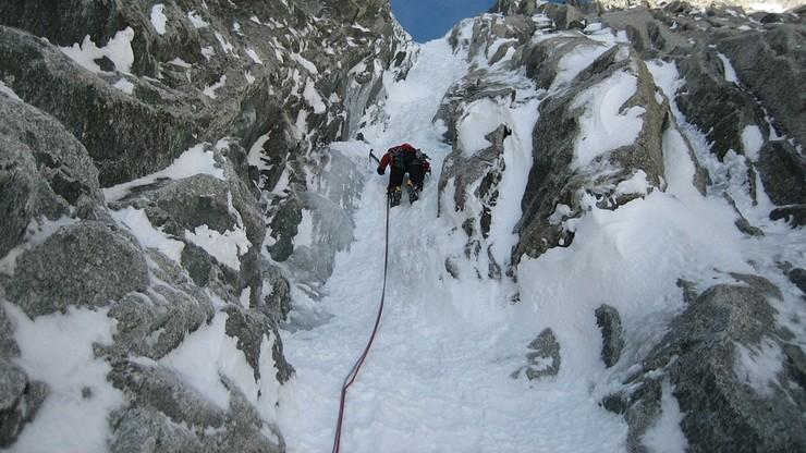 """Były francuski minister udawał """"pionową"""" wspinaczkę na Mont Blanc. Stał się bohaterem memów"""