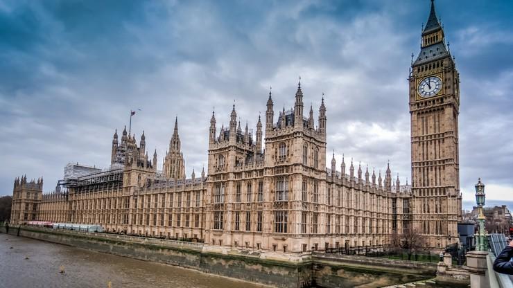 Brytyjski parlament bez alkoholu. Islamskie prawo nie pozwala