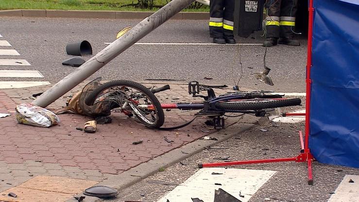 Śmiertelny wypadek w Warszawie. 66-latek autem wjechał w rowerzystki