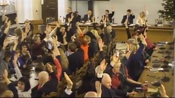 Grzegrzółka: marszałek zezwolił na udział osób niebędących posłami podczas głosowania w Sali Kolumnowej
